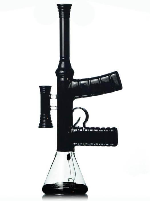 """นึกว่า """"AR-15"""" เจ้าหน้าที่ เข้าจับกุม แต่เป็น """"บ้อง"""""""